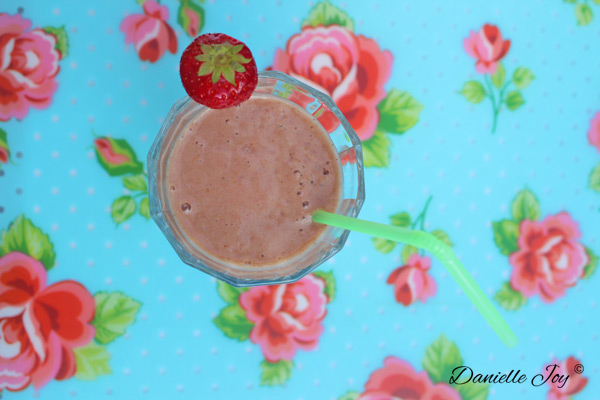 Strawberry-Nut Butter (Green) Smoothie
